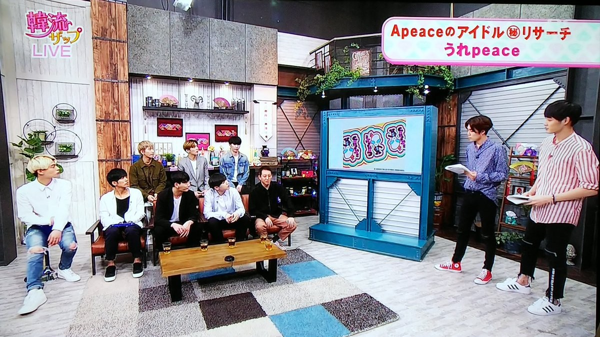 (The cosmic Goods of Hyun Joong was introduced on TV (5