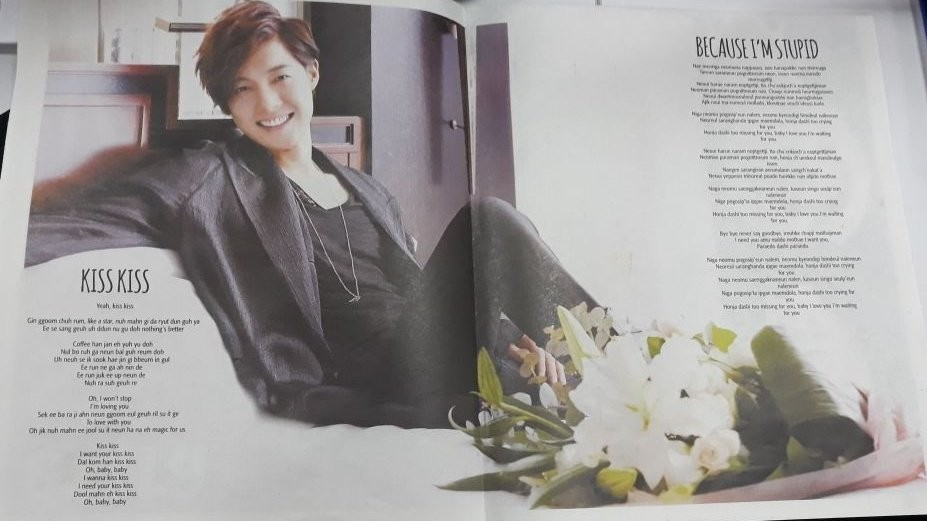 EXTRA newspaper proposes a mega poster song book of Kim Hyun Joong